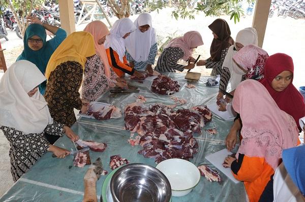 Rayakan Idul Adha, SMA Negeri 1 Sentolo Latih Siswa Dalam Pelaksanaan Kurban